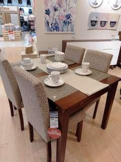 Shanta dinning table