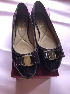 Salvatore Ferragamo varina shoes flat size 7,5D