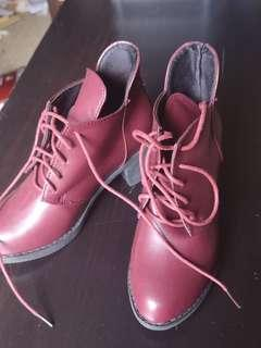 (NEW) burgundy boots