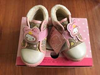 🚚 全新Hello kitty 童鞋尺寸13(買就送另一雙Hello Kitty 鞋)