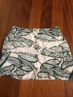 Leaf mini skirt size 8