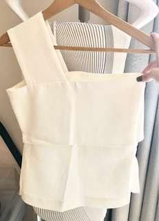 🚚 One shoulder white top