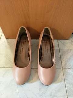 粉紅色兩寸高跟鞋全新