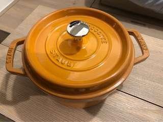 Staub 20cm 鑄鐵鍋(連專屬隔熱耳仔)