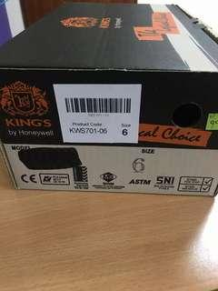 BNIB Safety shoes size 6