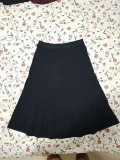 🚚 UNIQLO black long a-line skater skirt