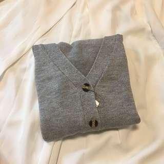 🚚 灰色琥珀鈕扣短版長袖上衣