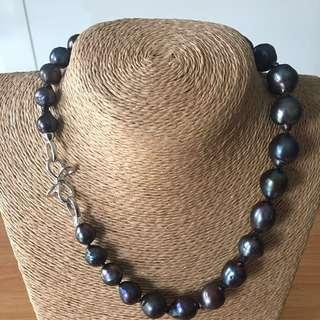 Genuine baroque pearl necklace