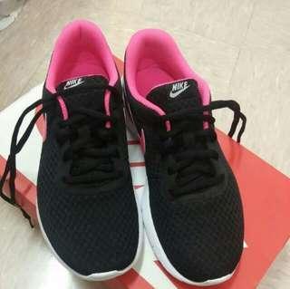 Nike Tanjun 連盒