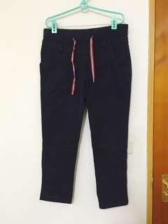 🚚 CACO 加州椰子 抽繩鬆緊丈青八分老爺褲
