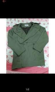 🚚 軍綠色排扣風衣外套