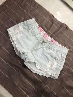 Ripped Short Jeans