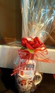 Chocolate in a rose mug gift set