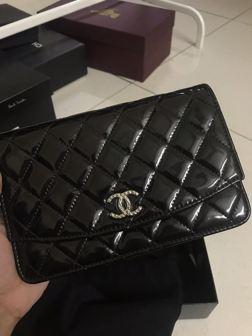 e0038aec61f1ca CHANEL Patent Quilted Brilliant Wallet On Chain WOC, Barangan Mewah, Beg  dan Dompet di Carousell
