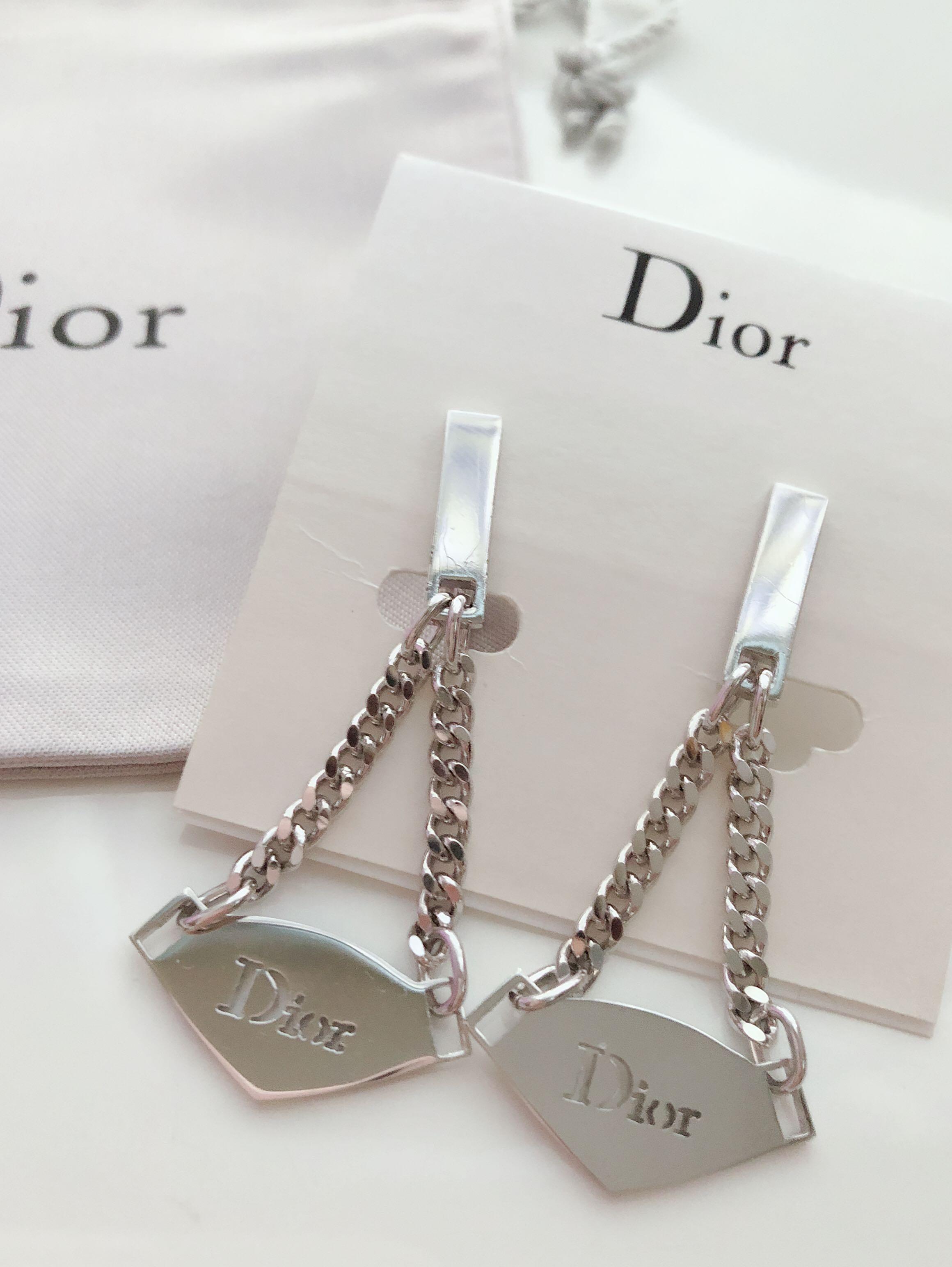 Dior 銀色三角型吊牌夾款耳環