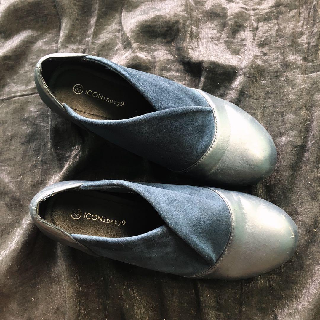 Sepatu navy