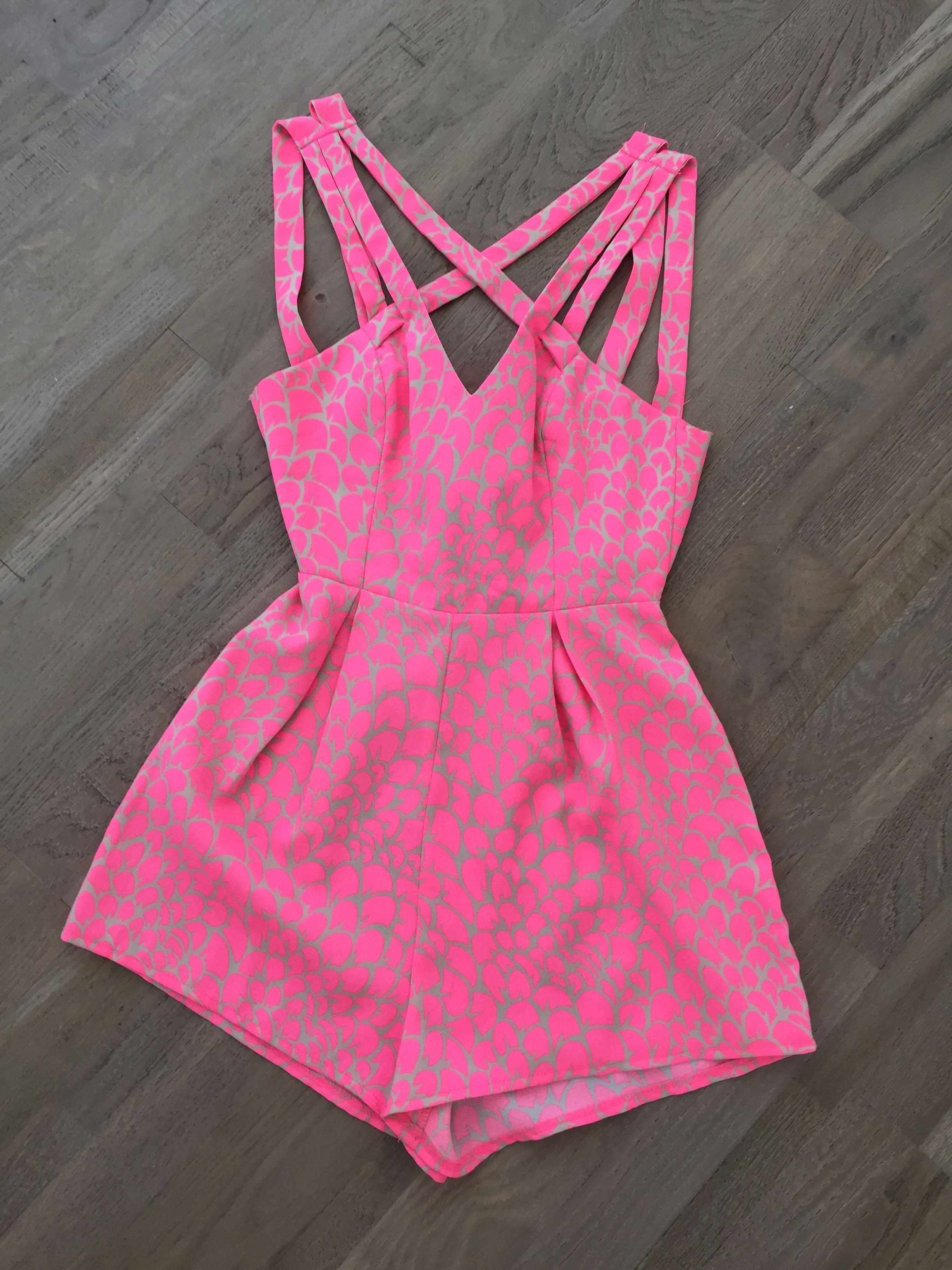 Size 6 pink tie up back playsuit. Excellent condition
