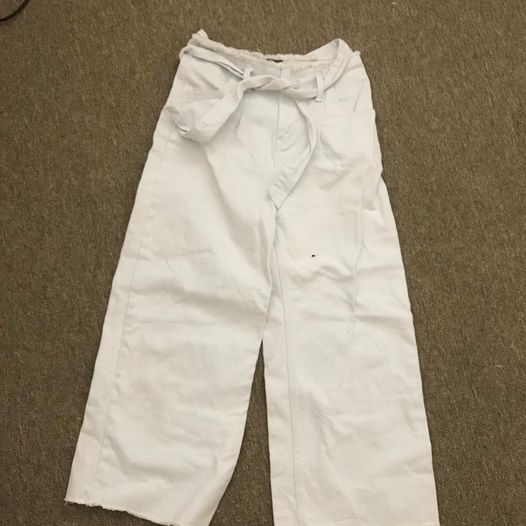 White high waisted cropped pants