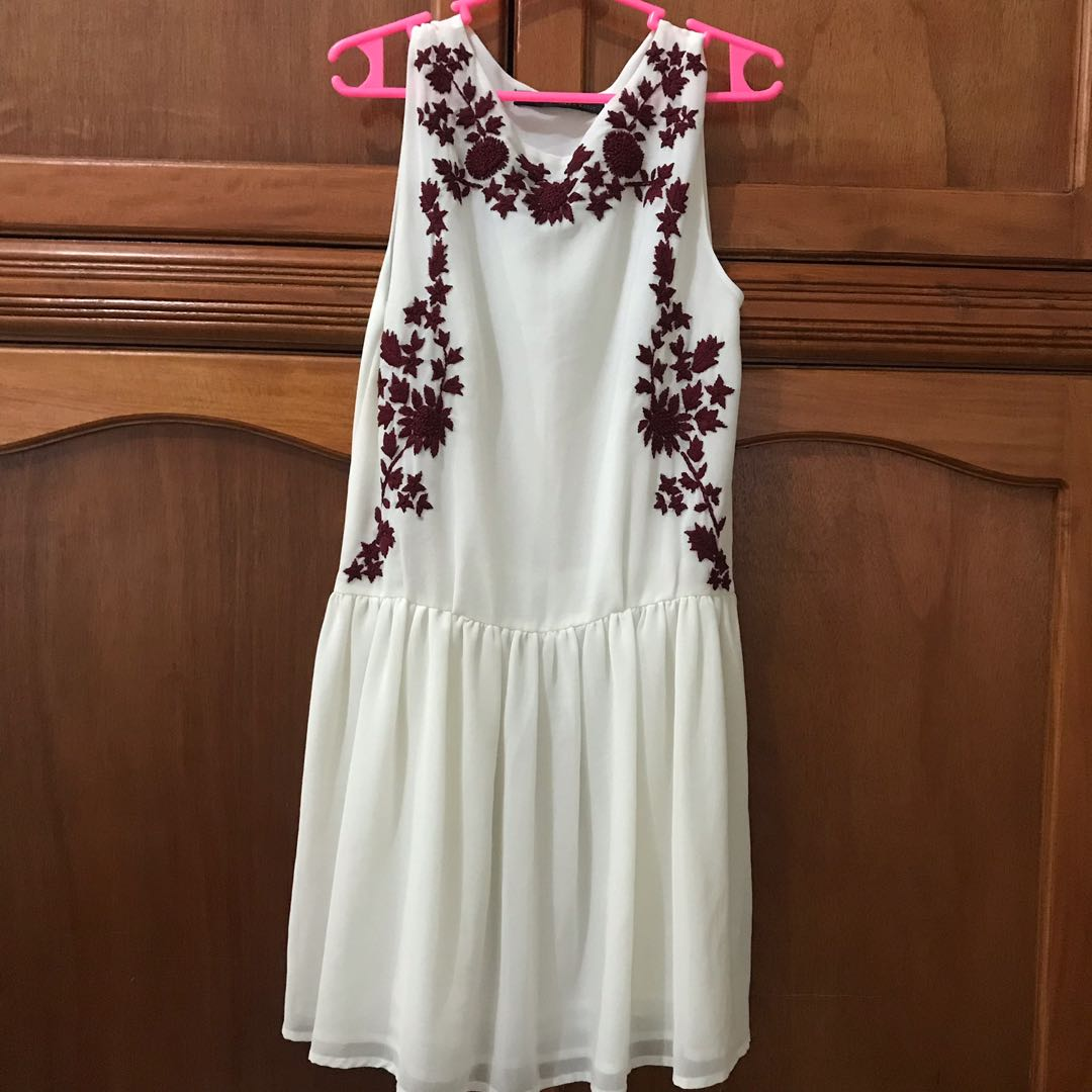 04011802667 Zara embroidered dress