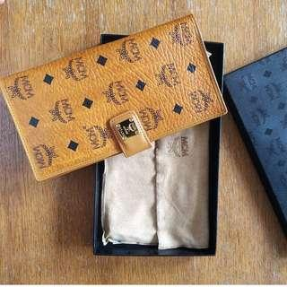MCM Leather wallet (100% Authentic)