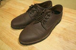 Sepatu pria semi boots