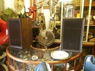 Speaker kayu antik  .
