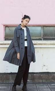 灰色initial 外套