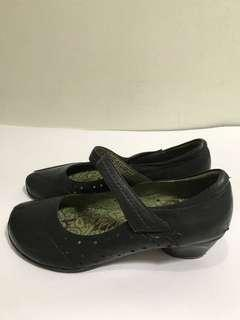 Black Court shoes with strap