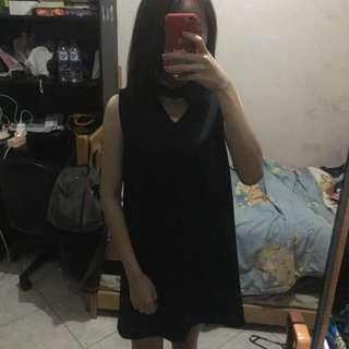 Pique black choker dress