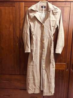 駝色長版風衣外套