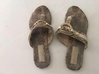 🚚 Preloved flat sandals