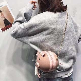 🚚 Little pig round sling bag