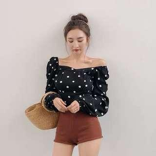 🚚 Ulzzang poka dots Round Neck puff sleeve top / blouse