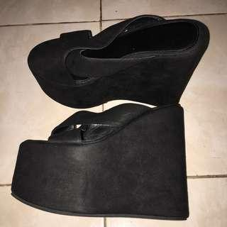 🆓postage FRKL wedges in black colour