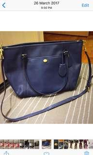 🚚 Coach leather tote