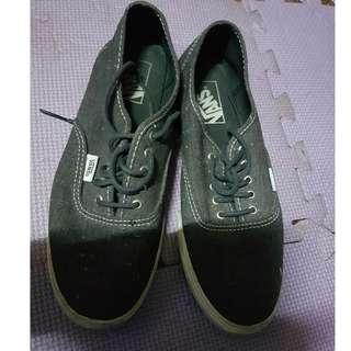 603207b7ac Original Vans Unisex Black Shoes Size US Men 7   Women 8.5