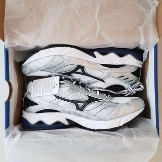 Sports Shoes - Mizuno (NEGOTIABLE)