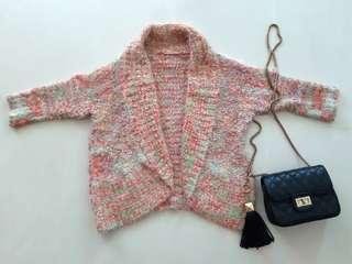 🚚 Knitting warm outer wear.