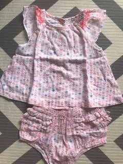 🚚 12M Oshkosh baby b'gosh Baby girl top and shorts