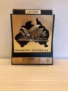 澳洲木造信箱加鎖匙掛牆架,多用途,3D悉尼歌劇院十分精美,全新$360