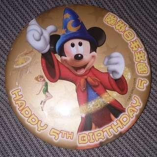 Disney Hong Kong Disneyland 5th Anniversary Badge (Happy Birthday)