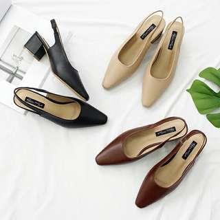🚚 韓版氣質款尖頭淺小復古粗跟鞋(淺卡其色)