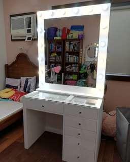 Vanity station/ Vanity table and mirror