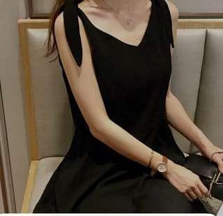 🚚 Black Dress with Ribbon Sleeves