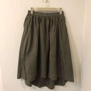 日系軍綠前短後長傘裙