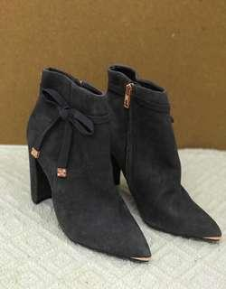 Crazy sale!!!! Brand new Ted baker grey suede ankle boot, heels shoe TB灰色猄皮短靴高跟鞋