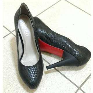 🚚 Tino Bellini S曲線 動物壓紋 黑色 高跟鞋 包鞋