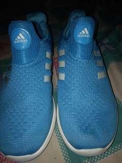 Sepatu adidas...