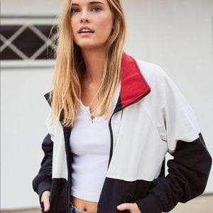 🚚 brandy melville stephanie jacket