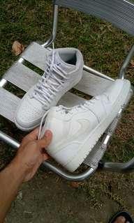 Nike air jordan retro mid triple white